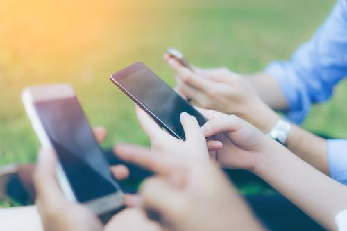 ludzie i smartfony